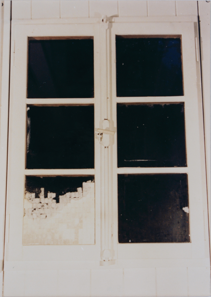 attila szucs, present, installation, sugar cubes on window, 90x60cm, 1992